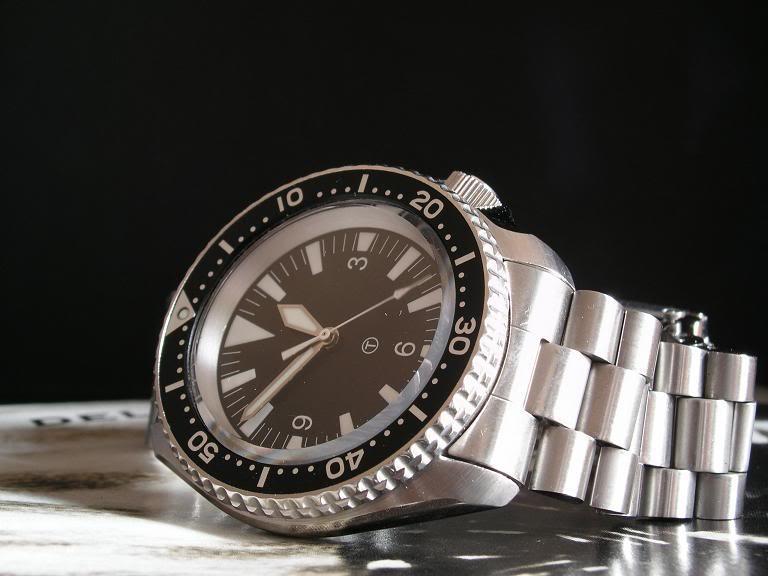une montre de plongée pas trop chère? Seiko300face1