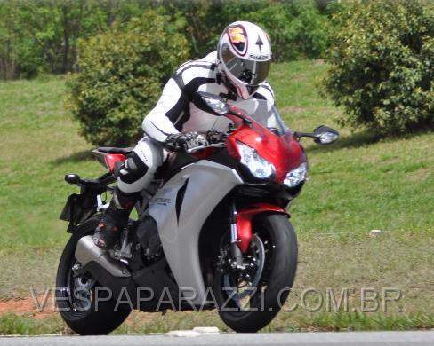 TROQUEI DE MOTO - CBR 1000RR  0241Page001