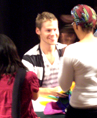 Meeting Randy Harrison - Reports & Experiences Randy_signing_2