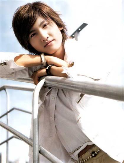 Un chico tierno…… es  lo MAXIMO!!!… Changmin