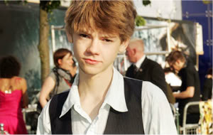 Fly {Fiona Isidora} Stefan Thomas-at-Prince-Caspian-premiere-thomas-sangster-2420259-500-843