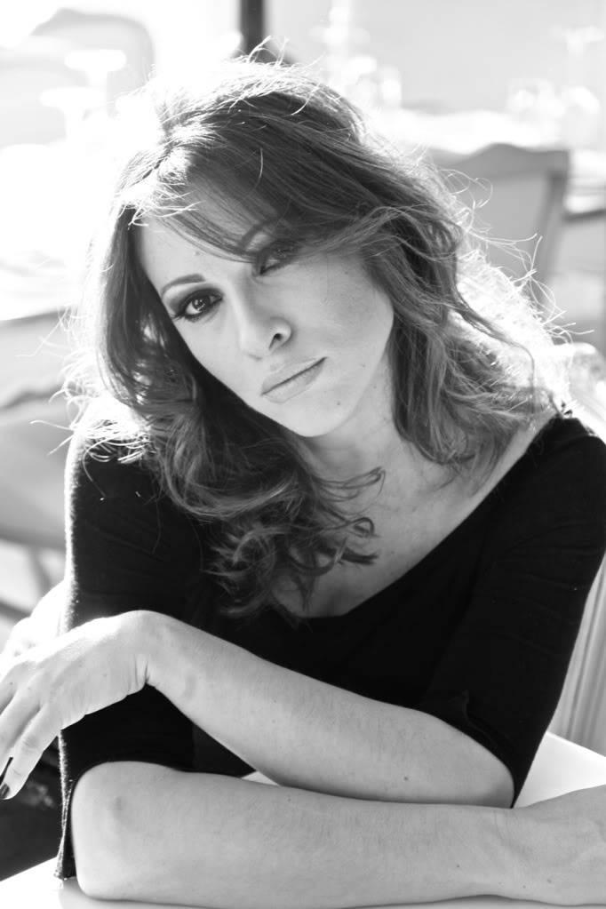 Η Μ. Λάμπου στο TLIFE για τις εξελίξεις στα Μυστικά της Εδέμ, τον σύντροφό της και το μαγαζί τους! (19/10/2011) Lambou5