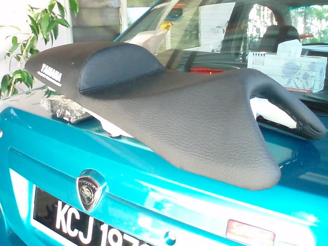 DESIGN A: HUMP REAR AND FLAT RIDER SEATING RM80 P6060222
