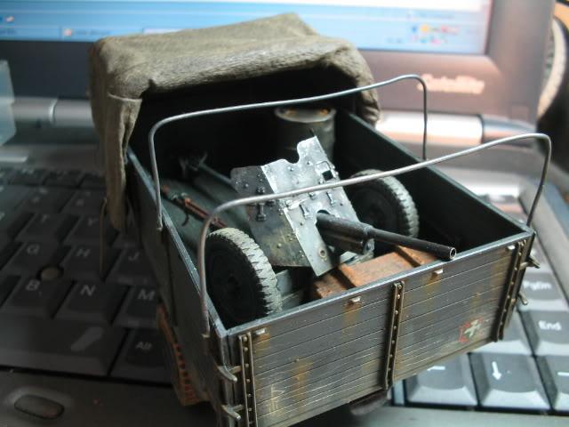 Fabrication d'une bâche (déroulée) au 1/35 Cabineetcamioninstalle1