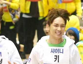 [26.01.11][News/Pic] Biểu cảm hài hước của SHINee tại Idol Star Athletics và Swimming Championships Idolchampionships8