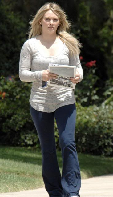 Hilary Duff with boyfriend Mike Comrie in Toluca Lake Hilary-duff-7109-1preview