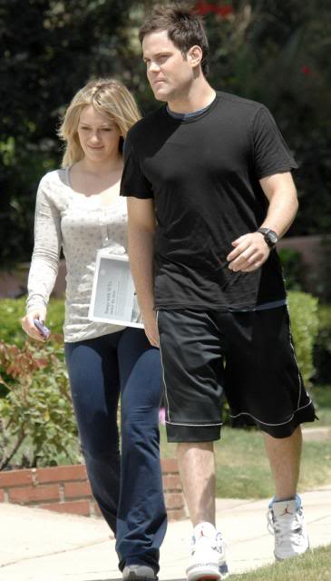 Hilary Duff with boyfriend Mike Comrie in Toluca Lake Hilary-duff-7109-3preview