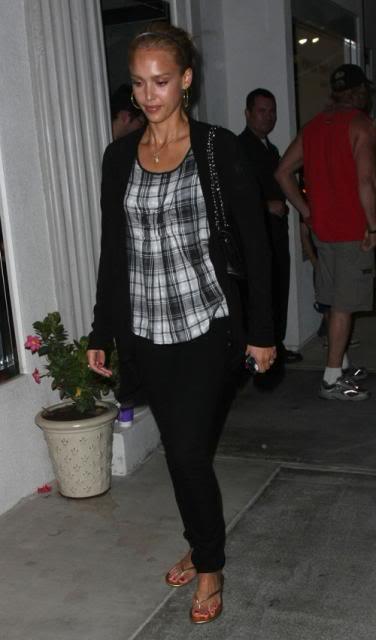 Jessica Alba: Nobu Night Out In L.A Jessica-alba-7109-3preview