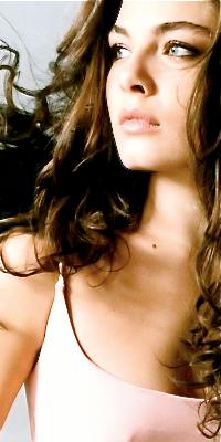 Alexa Davalos Gwenn