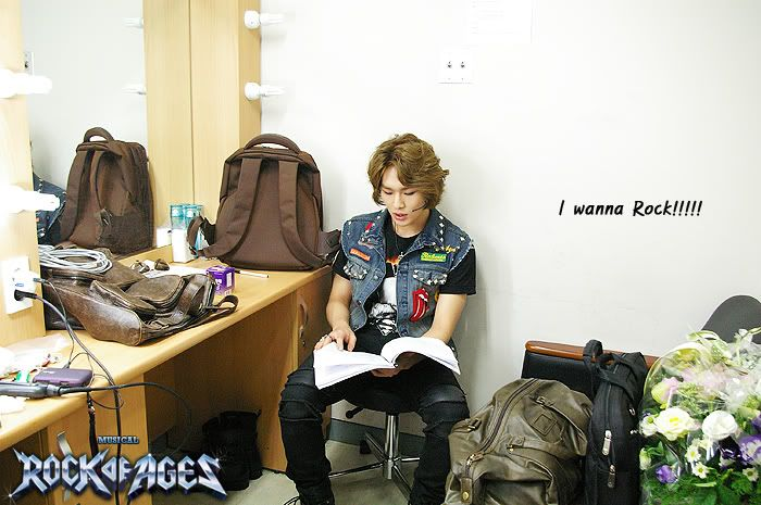 [Official][18.09.10]Onew @Rock of Age Musical BTS 100918_154610_rock00