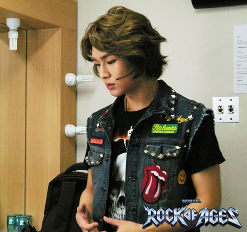 [Official][18.09.10]Onew @Rock of Age Musical BTS 100918_155340_rock00