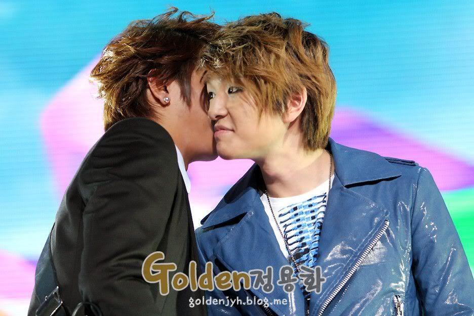 [pics][11-1-2011] Onew at 2010 MBC Gayo Daejun  432779122728e11ef2de3207