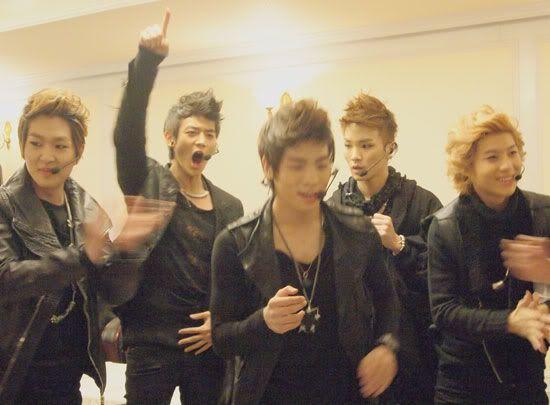 [20110102] Backstage @ SHINee 1st Concert Seoul Alba02201101061931150