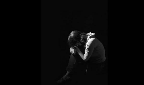 Shprehni ndjenjat e momentit me 1 foto.. - Faqe 3 Alone11110-1