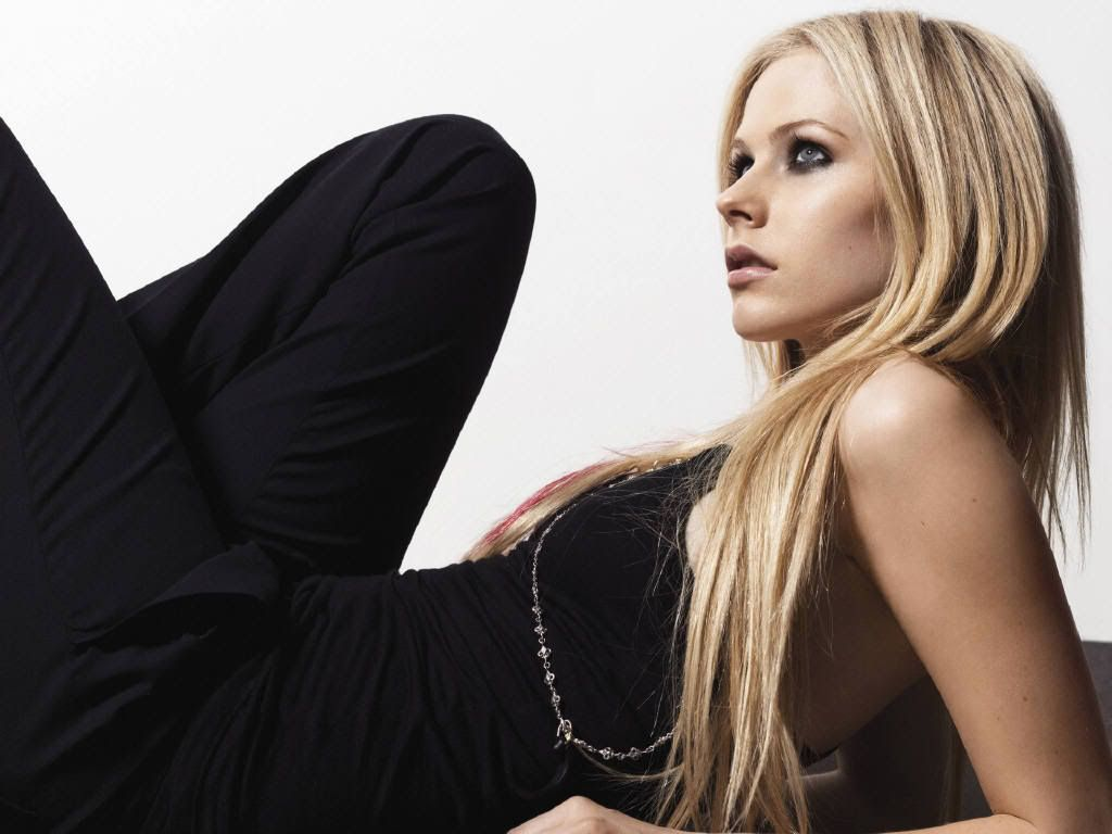 fotos tis theas!!! Avril-avril-lavigne-849904_1024_768