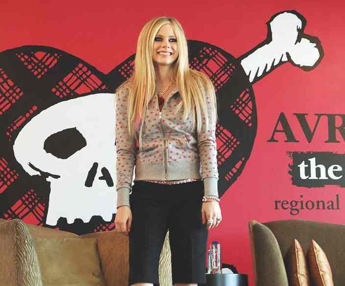 fotos tis theas!!! Avril_Lavigne_in_Hong_Kong_2007