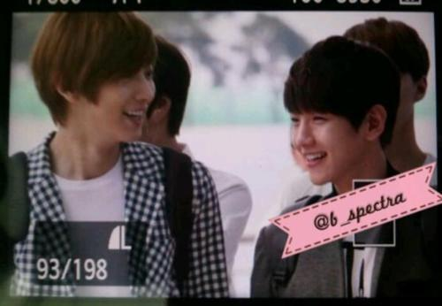 [Fantaken][120906] ChanBaek at Airport leave to Taiwan 301754_390186481016524_1014822142_n