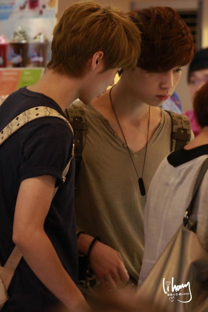 [FANTAKEN][120608] EXO-M @ Incheon Airport 467647_389859537715885_614298122_o