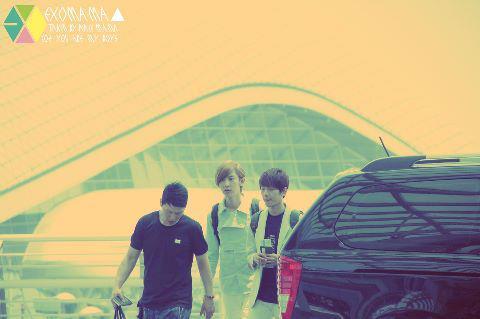 [Photo][21.06.12] Baekhyun went London for MBC Kpop Concert 556190_381097701950408_1091255260_n