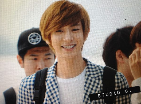 [Fantaken][120906] EXO-K at Airport leave to Taiwan 560111_247857435327211_186652686_n