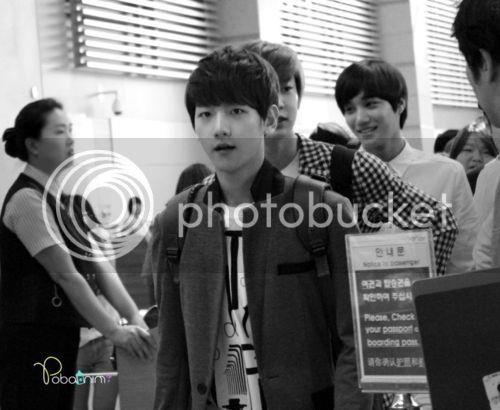 [FANTAKEN][120609] ChanBaek Arrived Taoyuan Airport 562470_397850043600320_354060115_n