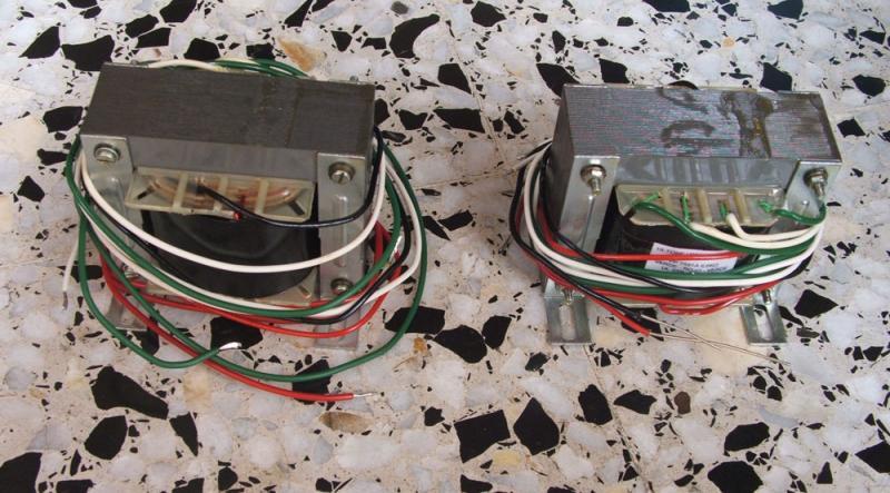 Amplificador a válvulas Hi-Tone H300 Trafos_zps3cc6117f