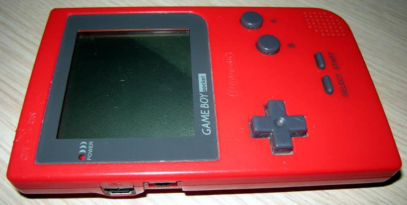 Gameboy Pocket ventre à l'air, et bactéries dans l'écran lcd Gbpocket-opened-DSCN4595