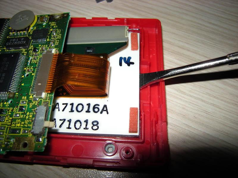 Gameboy Pocket ventre à l'air, et bactéries dans l'écran lcd Gbpocket-opened-DSCN4599