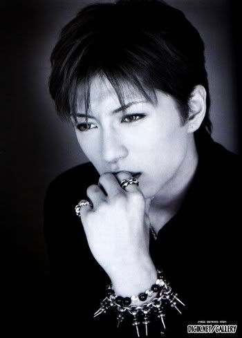 Pictures to drool over - Page 6 Gackt