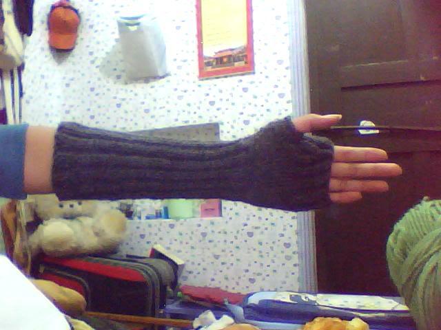 Giúp mình cách đan kiểu găng này với T_T 1