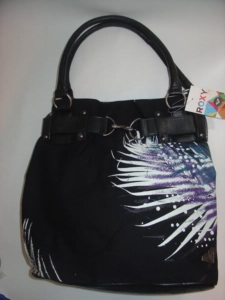 SELLING: ORIGINAL BRANDED BAGS AND WALLETS ROXYUNDERTOWB11-44ph2300