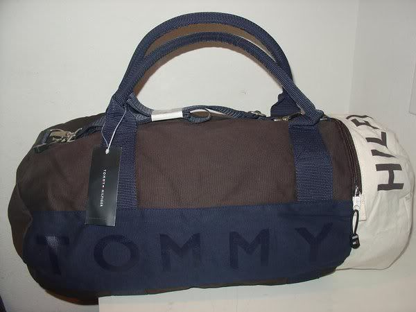 SELLING: ORIGINAL BRANDED BAGS AND WALLETS TOMMYHILFIGERTRAVELB713php2500