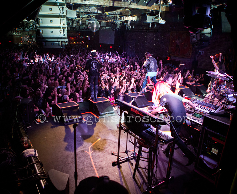 2013.06.06 - Brooklyn Bowl, New York, USA LargeKf1cOyMgs8lQQzW5MxpA1dpisITwySZvRXzkZnSy0ns_zps58453634