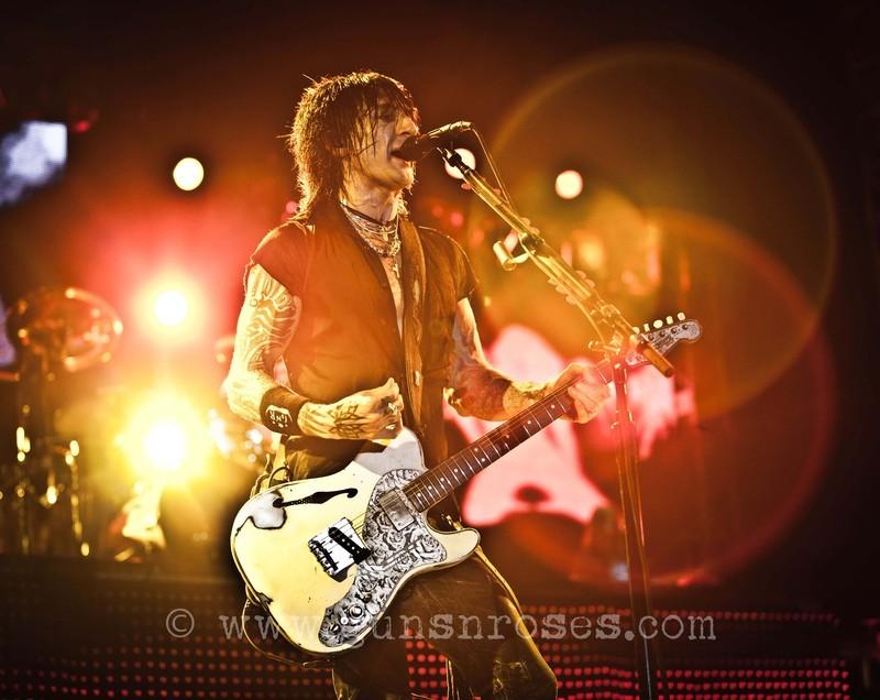 2012.07.06 - Istanbul Rock Festival, Istanbul, Turkey LargehH6KvvL_kTQ5wOSRqNEvyWnmxsyPleRftAZ7Jabr3DM