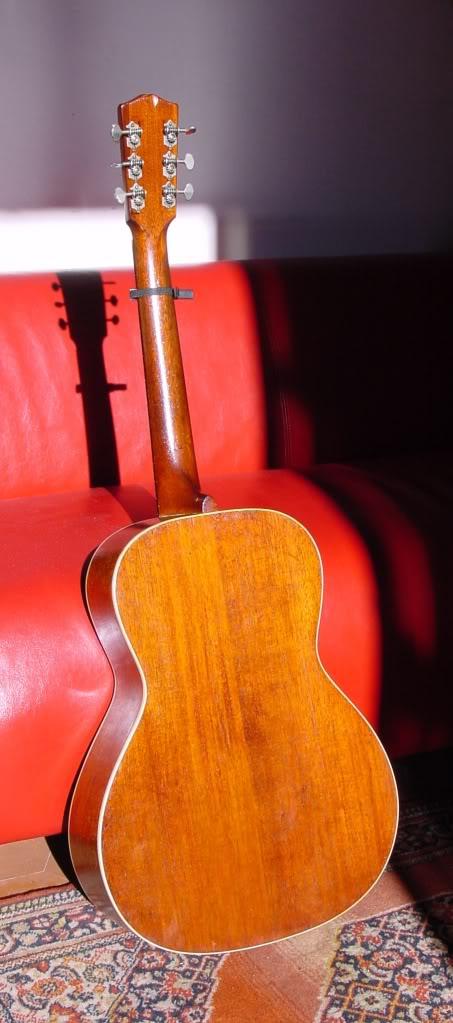 Présentation de nos guitares de grandes marques (présentation des guitares uniquement, pas de commentaires) Backview