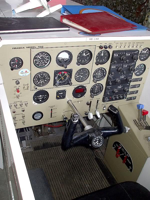 Montres de bord d'avion, sous-marin, tank, voiture, camion, bus ... - Page 2 Simufrasca1