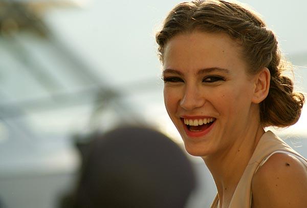 ლამაზი ღიმილის მქონე თურქი მსახიობი ქალები 09522f1e495b7b085e92a802dfc40a03