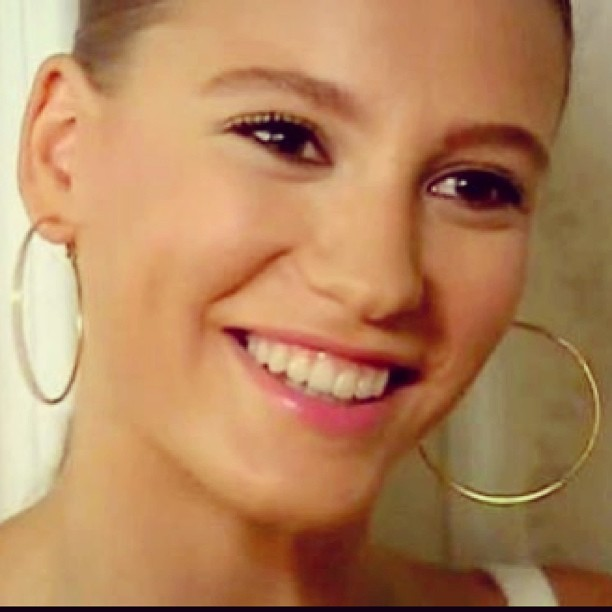 ლამაზი ღიმილის მქონე თურქი მსახიობი ქალები 1f8c223971a348977779f655f3a23547
