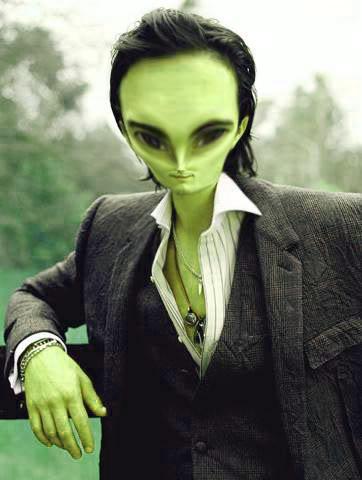 Trasfornare una persona in un alieno [dif facile/media] Blommend