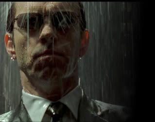 Il ne me fait plus peur Agent-smith-standing-in-rain-matrix