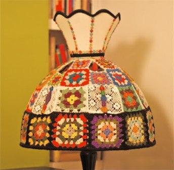 Provocarea nr. 7 - Crosetat - Granny square Crochet-granny-square-lampshade_zps8f35bc03