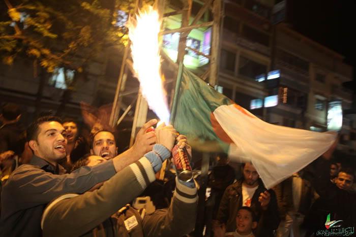 صور لانصار المنتخب الجزائري في غزة IMG_3147-7