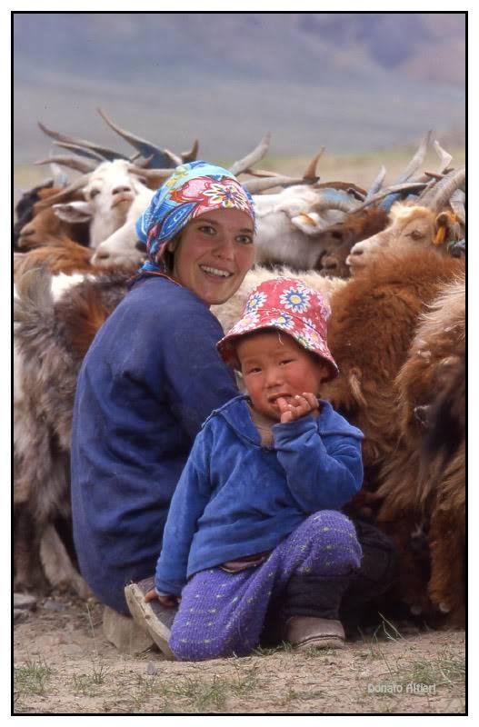 Milka et Donato au Mondial de l'Auto - Page 10 Mongolie-traite-enkhtoyaM