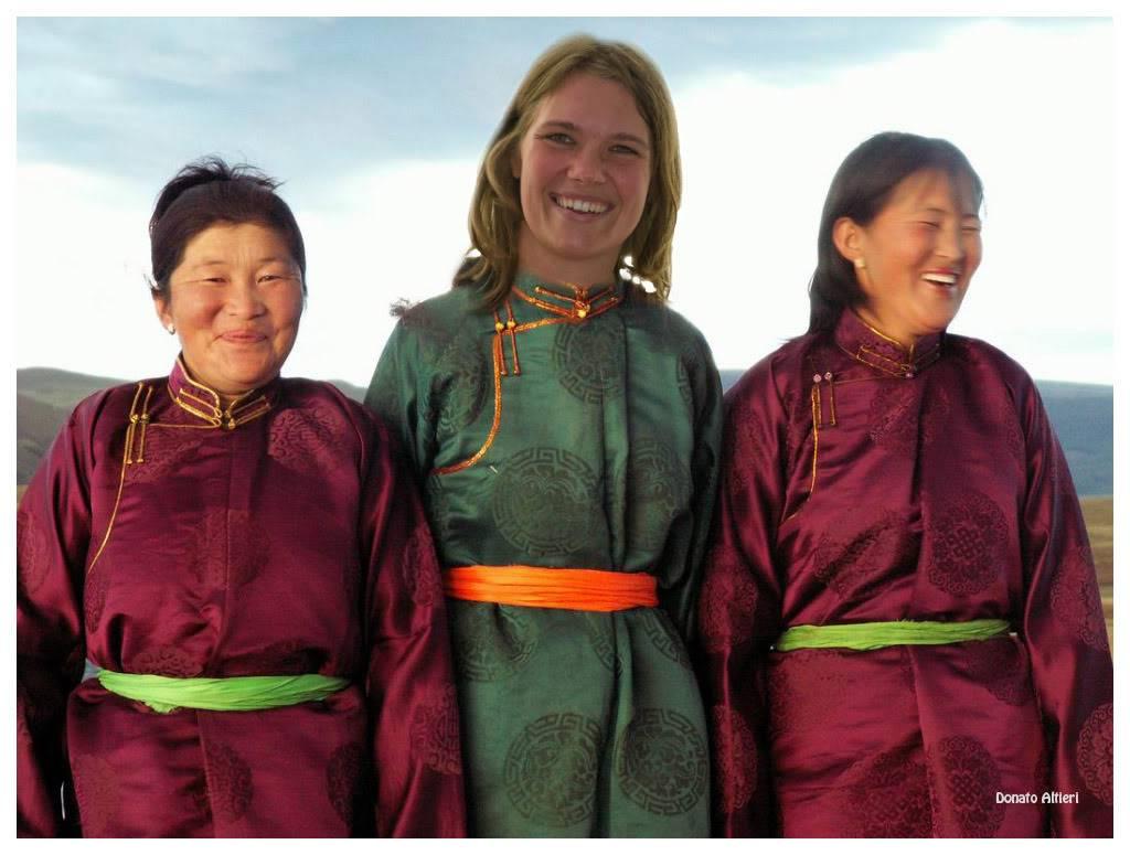 Milka et Donato au Mondial de l'Auto - Page 10 Mongolie-tenue_tradM