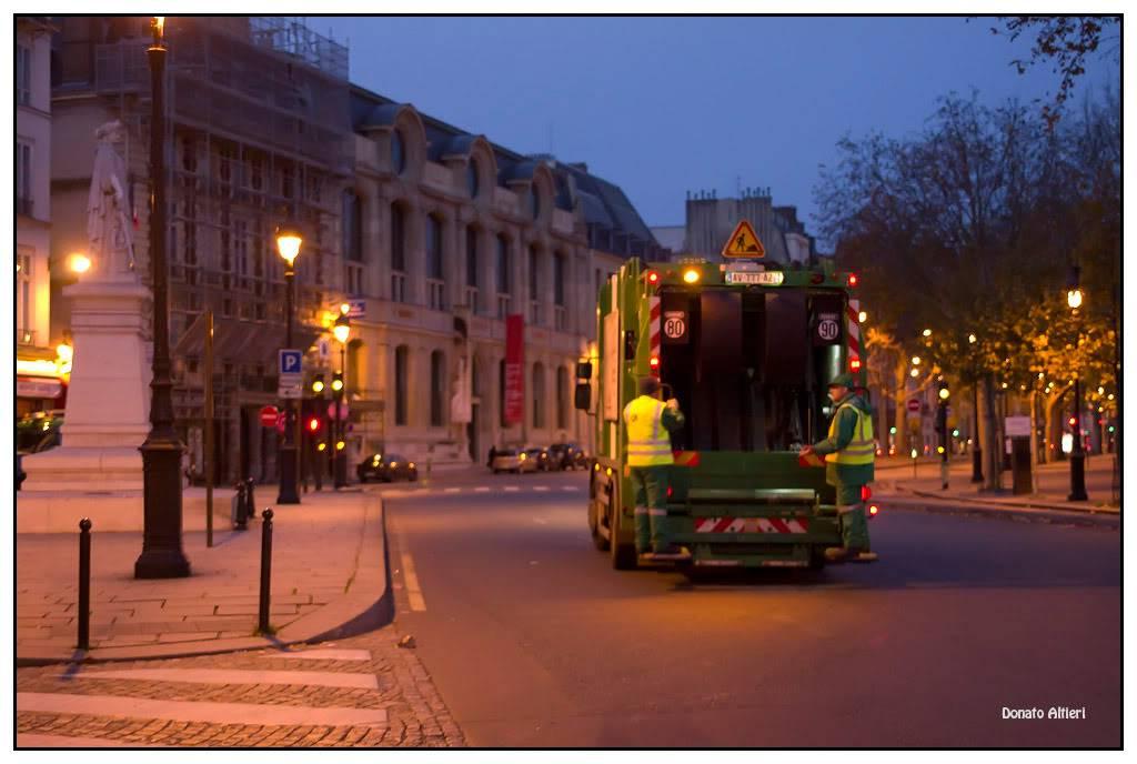 Déambulation matinale à 2 dans Paris - Page 10 IMG00555