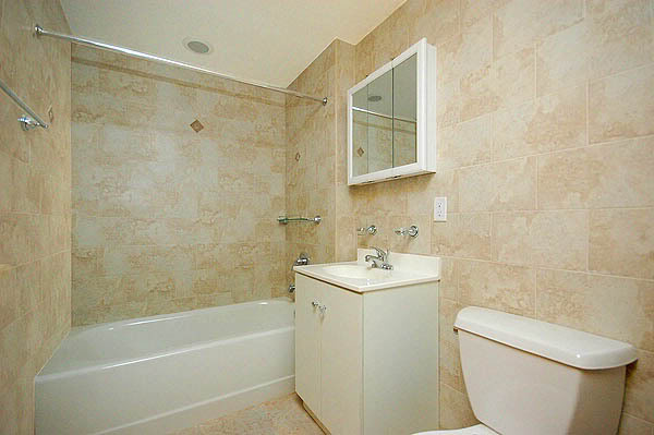 Vonios kambarys Queens_11G_bathroom