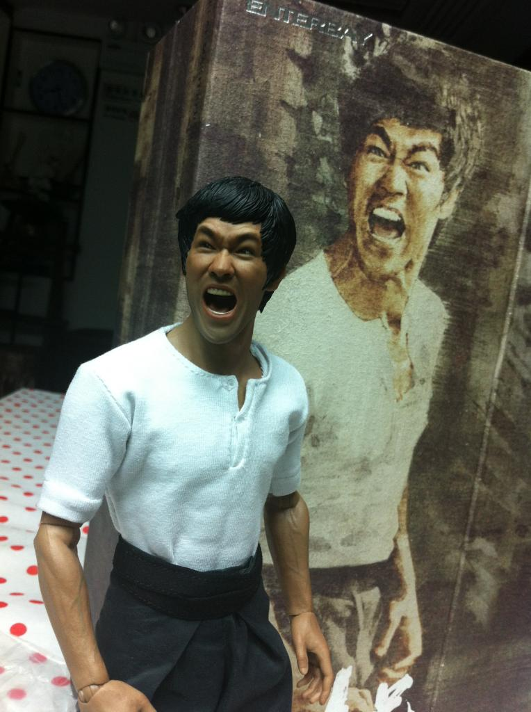 "[Enterbay] Bruce Lee  ""The Big Boss"" - 1/6 Real Masterpiece - Página 4 IMG_2060_zpsee59e8ee"