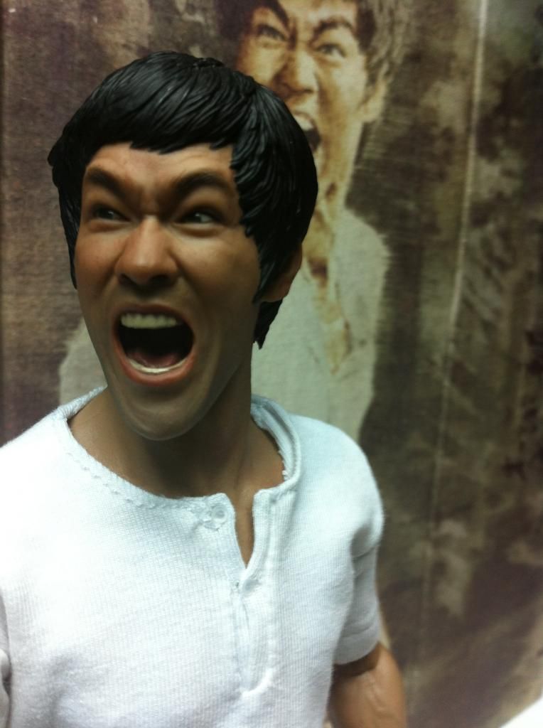 "[Enterbay] Bruce Lee  ""The Big Boss"" - 1/6 Real Masterpiece - Página 4 IMG_2063_zpsc9504756"