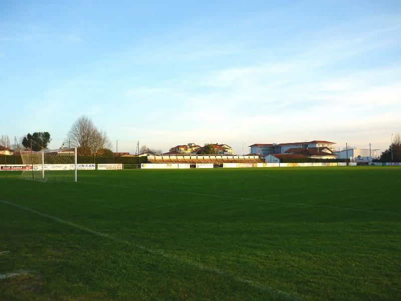 Les stades de rugby, villes de P à Z SaintPaulLesDax_StadeMunicipal02