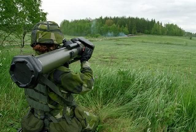 Les tenues du monde entier Nlaw_anti-tank_portable_weapon_Swed